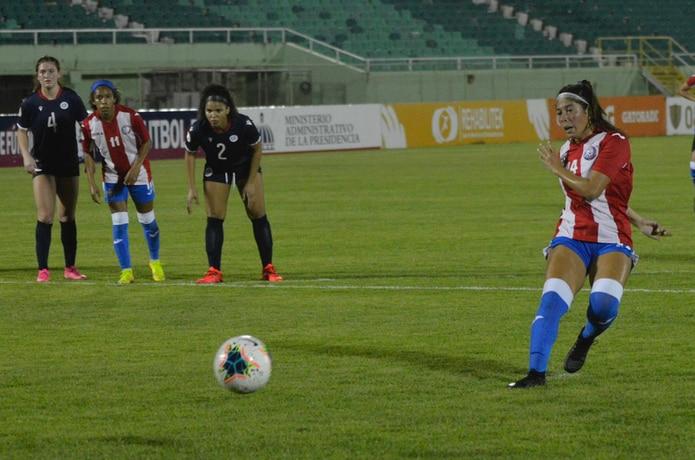 Idelys Vázquez marcó el único gol de Puerto Rico con un penal.