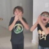 Miranda y Adrián forman tremenda gritería porque ya tienen luz