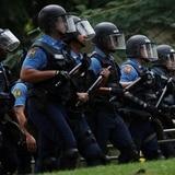 Desalojan manifestantes que obstruían salida de camiones de LUMA en Carolina