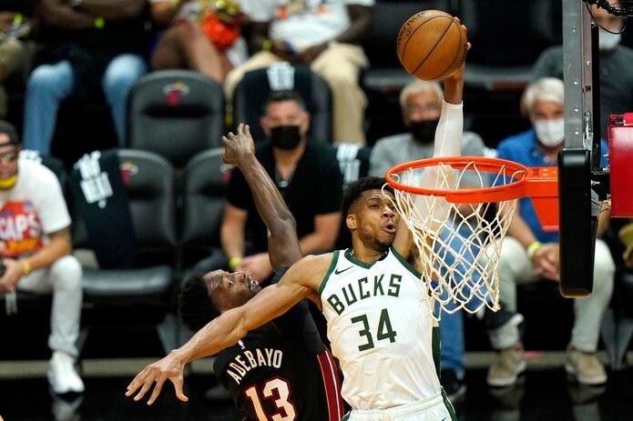 El dos veces Jugador Más Valioso de la NBA, el delantero Giannis Antetokounmpo (34), lidera la ofensiva y la defensiva de los Bucks de Milwaukee.