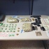 Ocupan armas y drogas en una residencia en Camuy