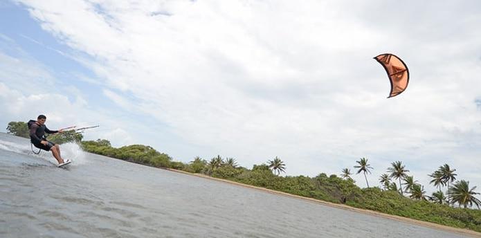 Aparte de la playa Los Bohíos en Guayama, Kelvin Gernández destaca las de Isla Verde, Ocean Park, Dorado e Isabela como las idóneas para practicar el kite surfing. (luis.alcaladelolmo@gfrmedia.com)