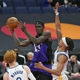 Los Warriors cogieron tremenda paliza contra los Raptors