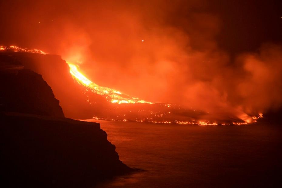 El ácido hidroclorídrico y las diminutas partículas de vidrio volcánico suspendidas en el aire pueden provocar irritaciones en la piel, los ojos y el sistema respiratorio.