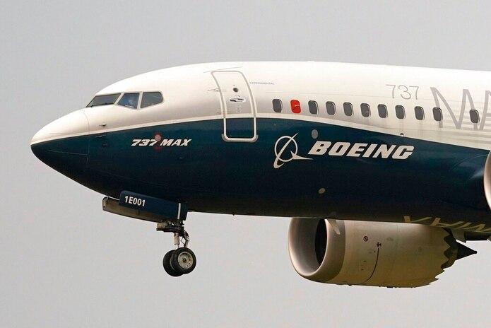 Los Boeing 737 Max podrán volar mientras cumplan con unas condiciones impuestas y los pilotos estén al día con su entrenamiento.