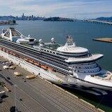 Miles esperan salir de crucero aislado por virus
