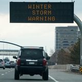 Cancelan unos 2,000 vuelos en Denver por tormenta de nieve