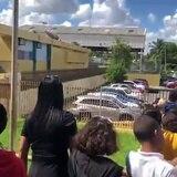Estudiantes desalojan como parte de simulacro de terremoto