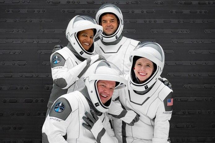 La primera misión espacial integrada completamente por civiles, la Inspiration4, se apresta a despegar en una cápsula Dragon de SpaceX.