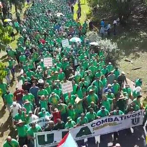 """Manifestación en San Juan por reformas """"antitrabajadoras"""""""