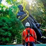 Sacan estatua de Cristóbal Colón que estuvo 134 años en Missouri