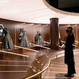El Met sustituye la tradicional gala por una exhibición de moda
