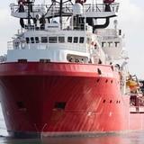 """""""Ocean Viking"""" declara estado de emergencia y pide puerto para 180 migrantes"""
