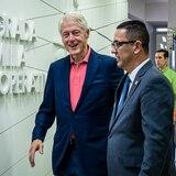 Bill Clinton visita cooperativa en Corozal