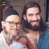 Hombre trans da a luz y se convierte en padre junto a su pareja homosexual
