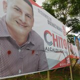 Alcalde de Toa Alta furioso por grafitis en pancartas políticas