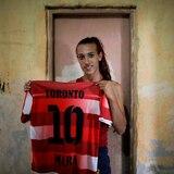 Jugadora trans busca hacer historia en el fútbol argentino