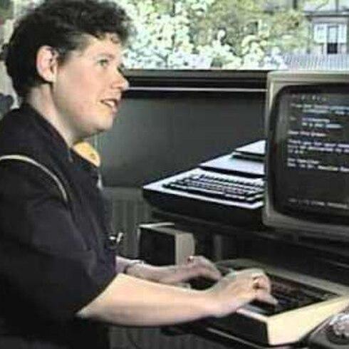 Mira lo difícil que era enviar un correo electrónico en 1984