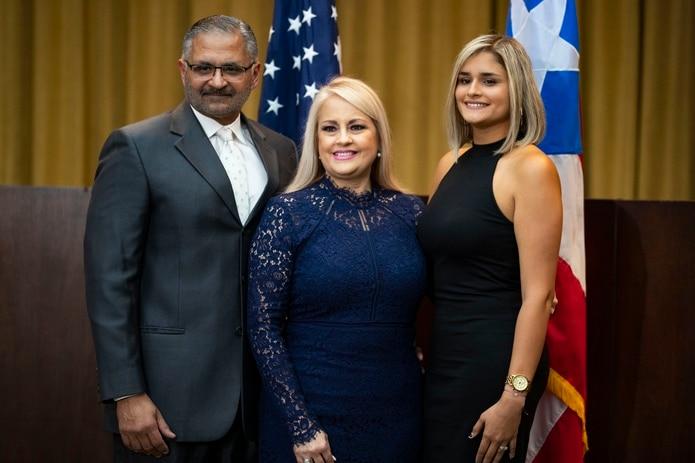 Jorge Díaz Reverón, Wanda Vázquez Garced y su hija Beatriz.