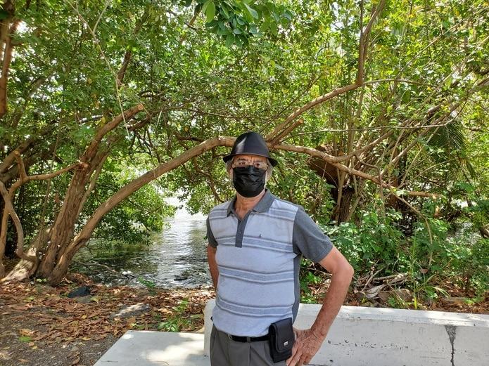 """José """"Chago"""" Santiago Reillo, líder comunitario de la Península de Cantera, narró la historia de esa comunidad a la orilla de la Laguna San José."""