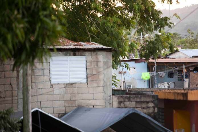Mientras el nivel de pobreza en Puerto Rico para el año 2000 era de 48% de su población, para el 2013 bajó a un 45%.