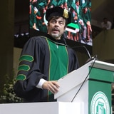 Benicio del Toro motiva a los graduados del RUM
