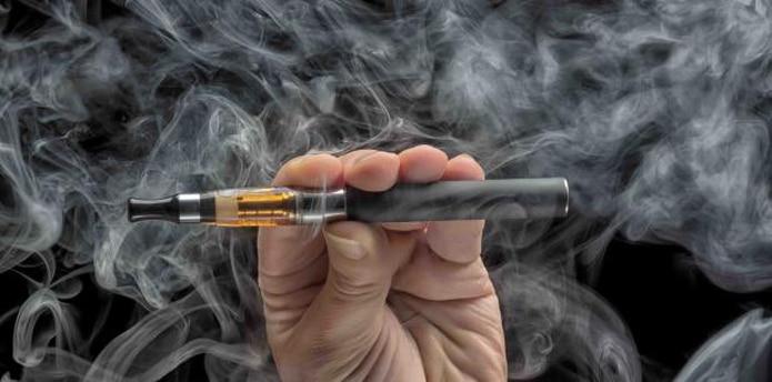 Las enfermedades se presentaron en adolescentes o adultos que habían utilizado un cigarrillo electrónico o alguna otra clase de dispositivo para vapear. (Archivo)
