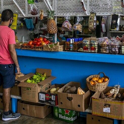 """Somos Puerto Rico: """"te enteras de to"""" en la placita del mercado de Yauco"""