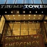 """300,000 firmas para llamar """"Avenida Obama"""" a la calle de la Torre Trump"""