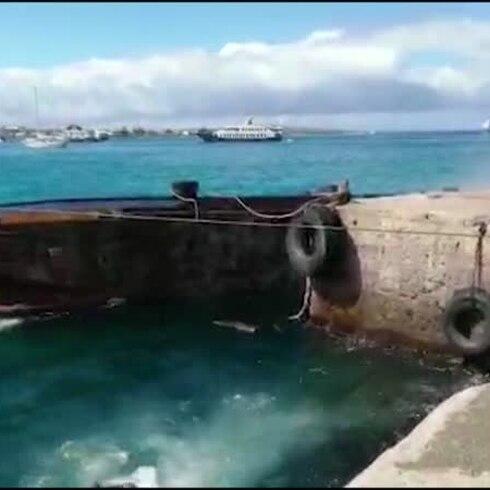 Grúa, contenedor y barco se hunden con diésel en accidente