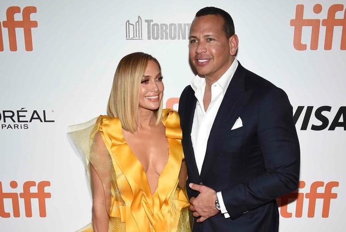 "Jennifer López junto a su pareja, Alex Rodríguez, en la premier de la película ""Hustlers"" en Toronto. (AP)"