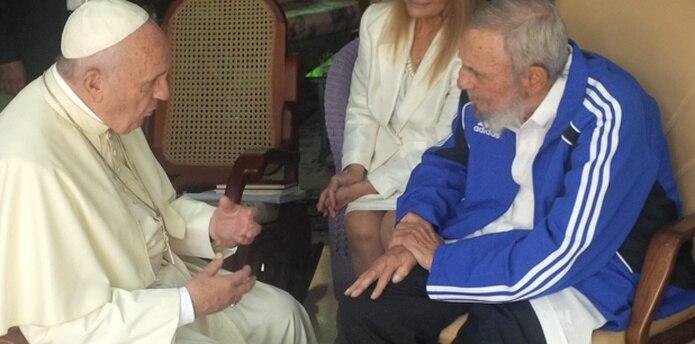 """El vaticano describió el encuentro de 40 minutos con Fidel Castro en la residencia del ex presidente como """"informal y familiar"""". (EFE)"""