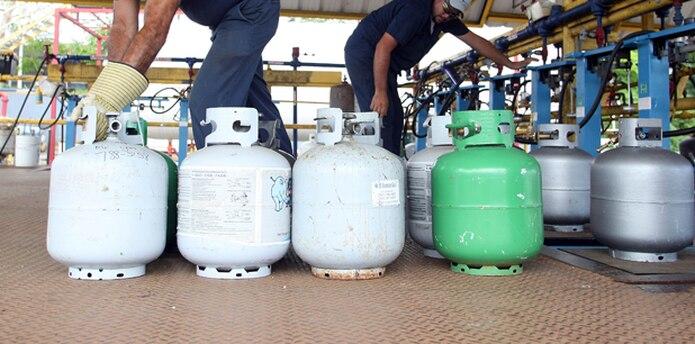 No solo es la gasolina lo que va a costar más caro, sino otros productos, como  el gas licuado. (Archivo)
