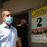 Gobernador espera más detalles de la orden presidencial sobre vacunación contra COVID-19