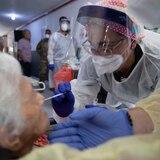Salud identifica en agosto 13 brotes de COVID en hogares de ancianos