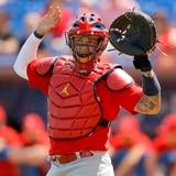Al catcher boricua Yadier Molina no se le puede salir a correr