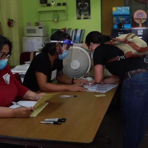 La pandemia no frenó a estos electores en Santurce