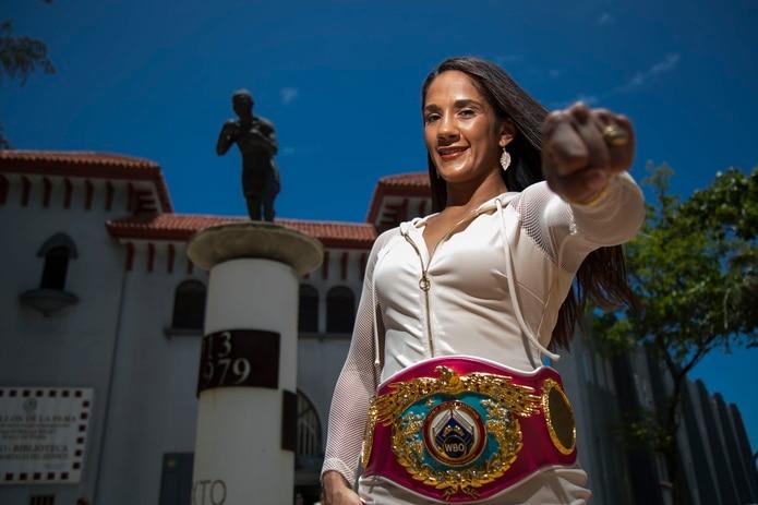 Amanda Serrano es la primera mujer que alcanza la cifra de siete campeonatos mundiales en el boxeo rentado.