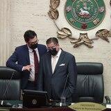 """MVC vota por nuevo reglamento de la Cámara, pero advierte que """"no es un cheque en blanco"""""""
