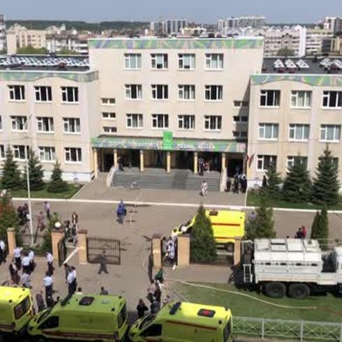 Adolescente causa tragedia en escuela rusa