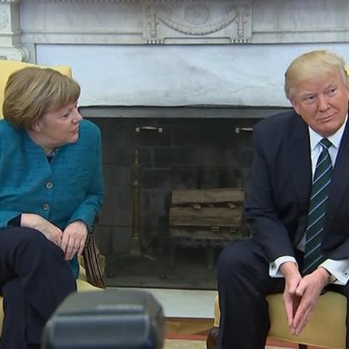 Bochornoso momento entre Trump y canciller alemana