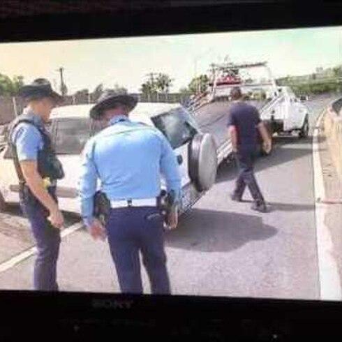 Choca patrulla mientras policías verifican otro accidente