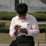 """Síndrome de """"cuello de texto"""": la enfermedad por el mal uso del celular"""