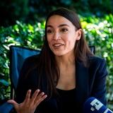 Alexandria Ocasio hace guiño a Cardi B ante sugerencia de presentarse como presidenta