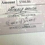 Rhode Island envía por error cheques firmados por Walt Disney y Mickey Mouse