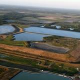 Derrame de aguas residuales genera desalojos en Florida