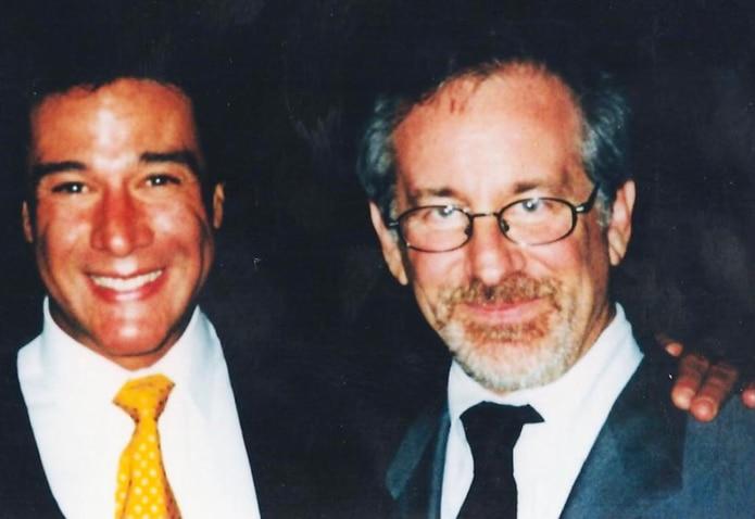 Fernando Allende junto con el cineasta Steven Spielberg esperan conocer si el proyecto entrará en la nominaciones a los premios Oscar.