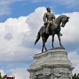 Gobernador de Virginia anunciará retiro de estatua de general confederado