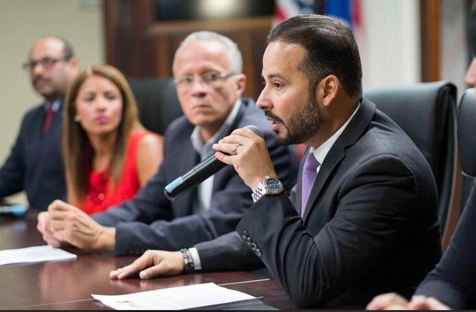 El presidente de la Asociación de Alcaldes, Luis Javier Hernández, en una reunión de matrícula.