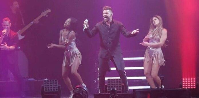 Ricky Martin cerró su intervención con el pegajoso éxito La mordidita, y una invitación a celebrar desde ya la Navidad. (david.villafane@gfrmedia)